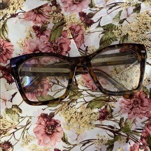 Fashion tortoise shell glasses!
